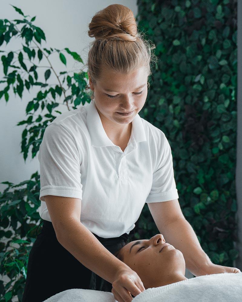 Nackenmassage mit Kiki